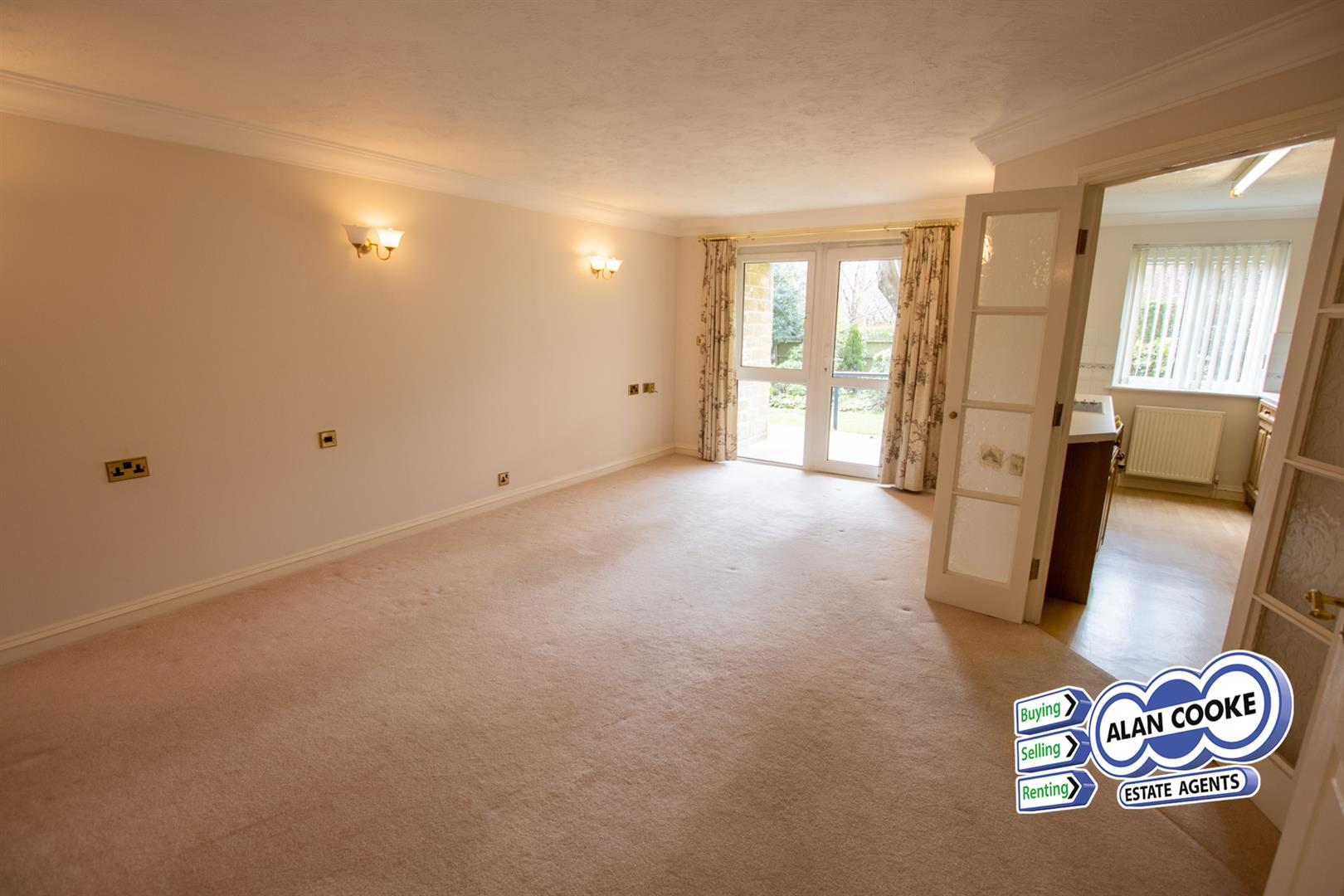 SPACIOUS OPEN LOUNGE/DINING ROOM